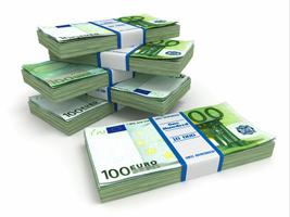 Hundert-Euro-Scheine gestapelt